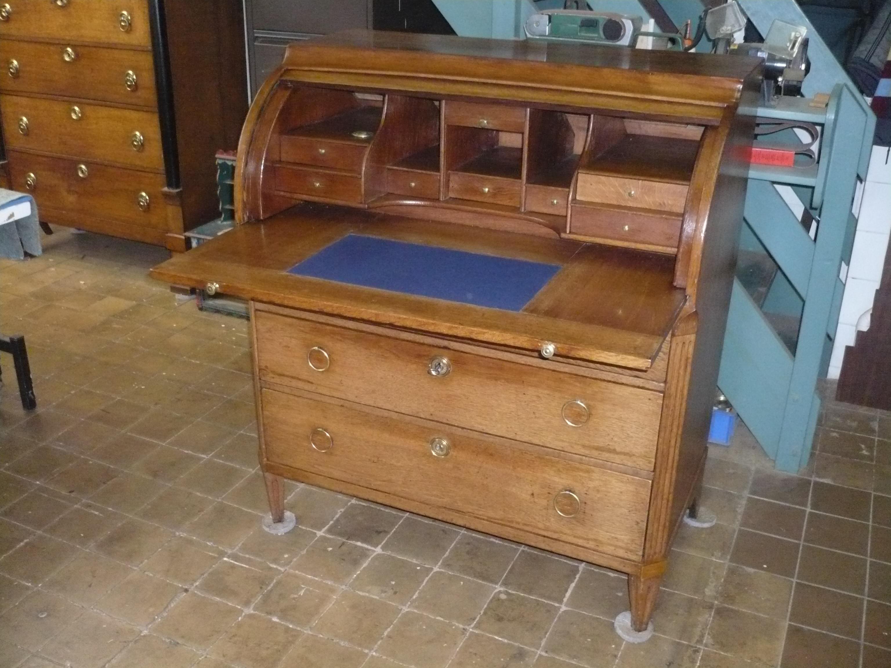 Te koop leuk antiek bureautje paul berkhout meubelrestauratie