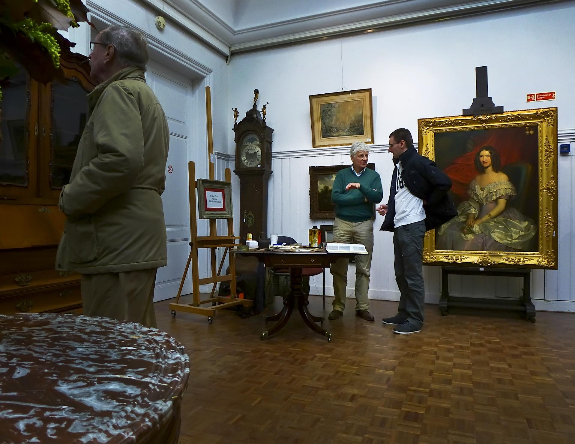 Advies Tijdens Kijkdagen Spring Auction Venduehuis Den Haag Paul Berkhout Meubelrestauratie Antiek Den Haag